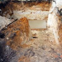 Bild Nach dem Ausheben der Baugrube wurde sofort die Grundplatte geschüttet.