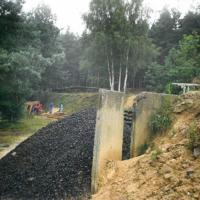 Bild Die ABM-Gruppe bei der Holzsortierung