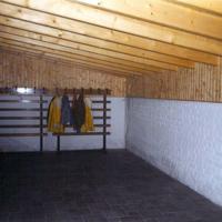 Bild Der Aufenthaltsraum wurde zuerst gefliest, damit Facharbeiter mit dem Einbau der Heizung beginnen konnte.